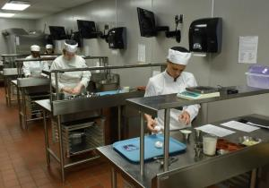 cropped-hospitality-management-baking-kitchen-011
